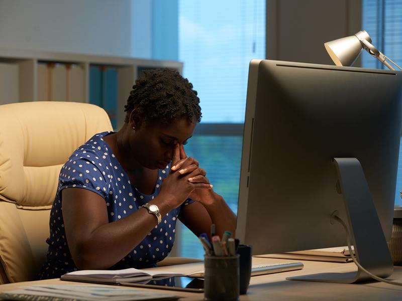 Trabalhadora que sofreu ofensas racistas e desenvolveu transtorno psiquiátrico será indenizada em R$100 mil
