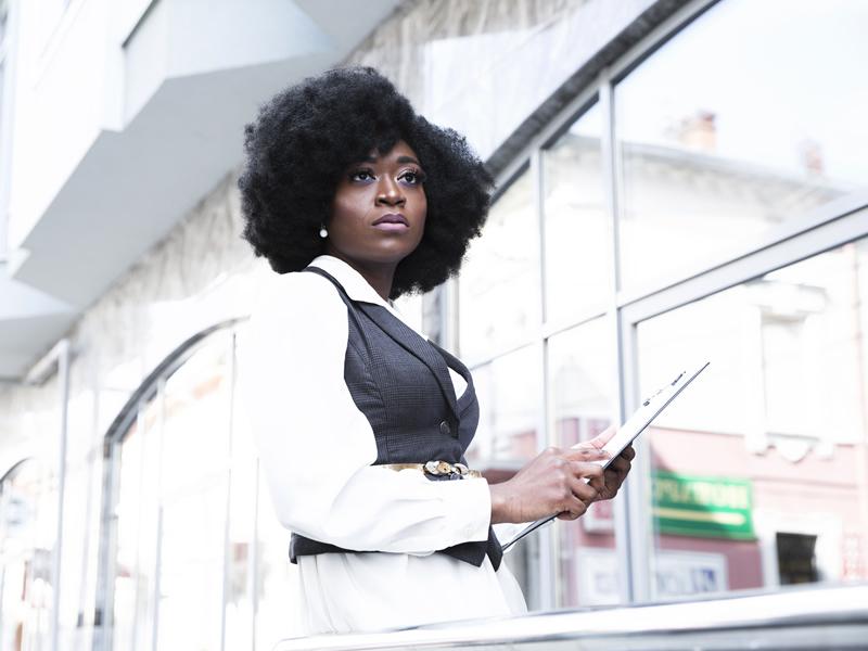 Empresa indenizará empregada vítima de injúria racial no trabalho