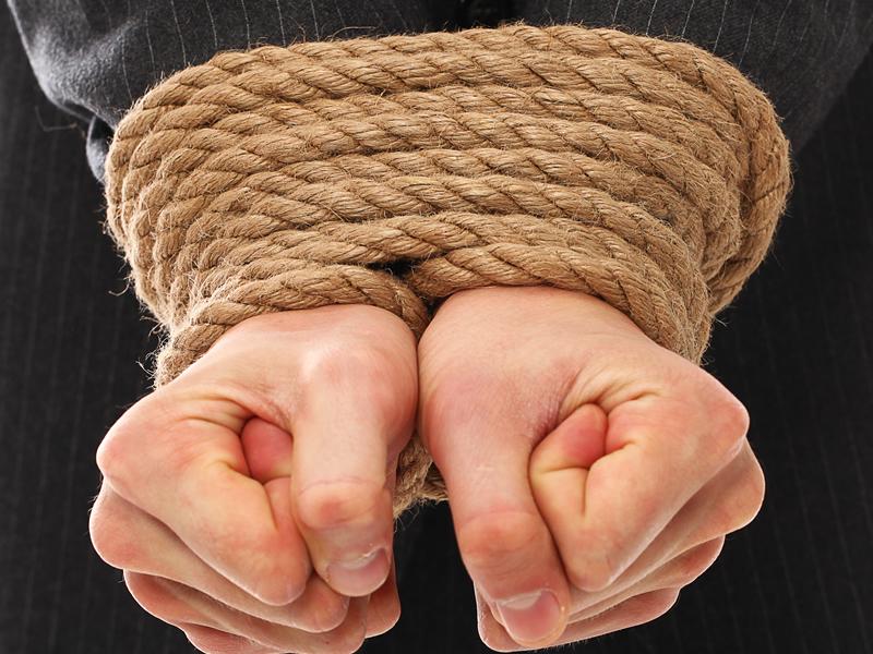 Gerente do Bradesco que foi feito refém com a família em sequestro será indenizado em R$ 50 mil por dano moral