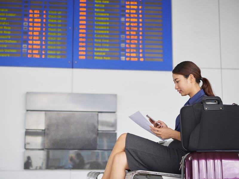 Gerente do Itaú receberá horas extras por tempo de espera em aeroportos em viagens a serviço