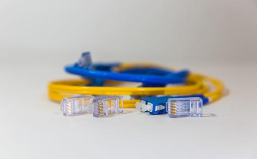 Internet via fibra ótica ultrapassa cabo, cobre e rádio juntos