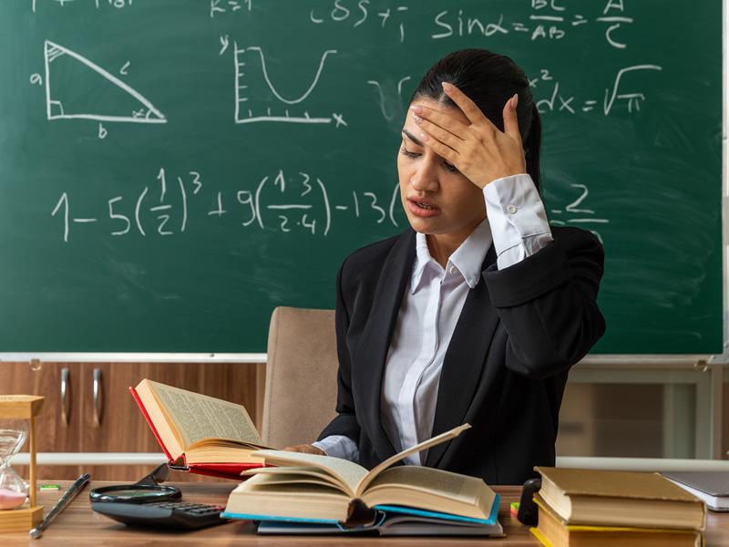 Escola omissa diante de agressões verbais deve indenizar professora por danos morais
