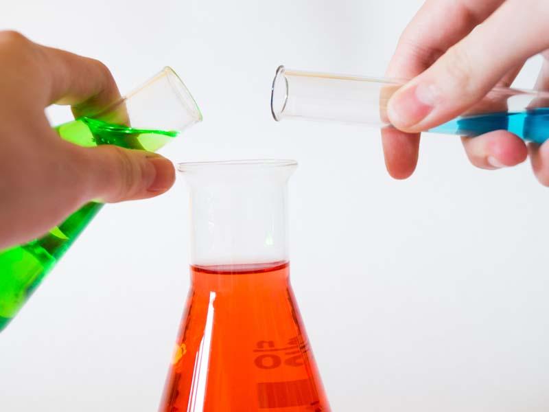 Professor de química receberá adicional de insalubridade por contato com produtos nocivos
