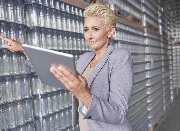 Vendedora da Nestlé receberá horas extras e indenização pela utilização de telefone pessoal e gastos com uniforme